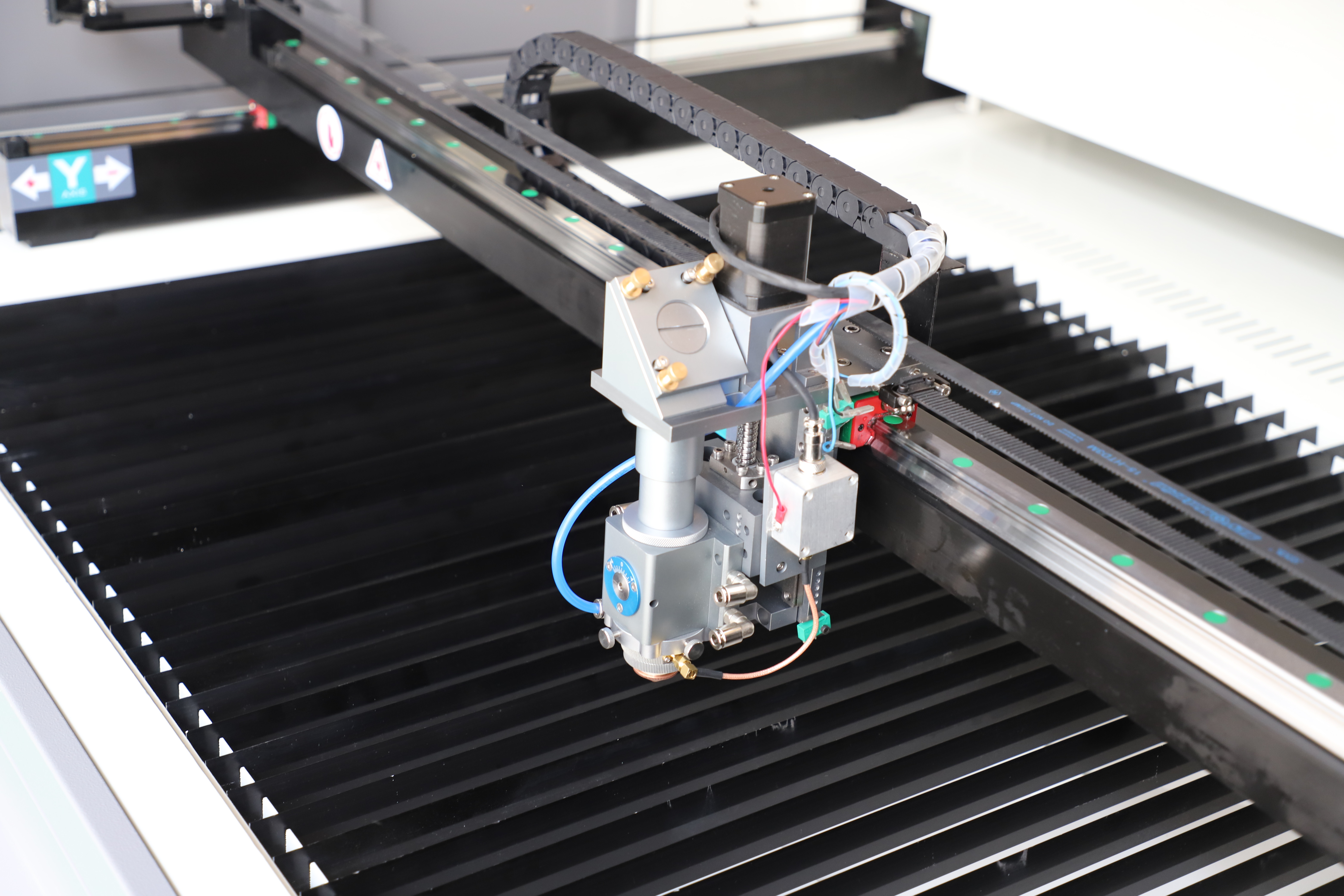 What is the difference between laser marking machine and laser engraving machine?